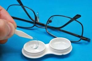 Что выбрать - очки или линзы?