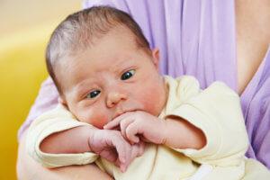 Как проявляется косоглазие у новорожденных