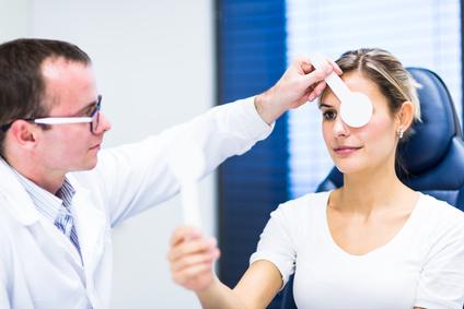 Как офтальмолог выписывает рецепт на очки